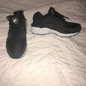 Nike black and white huaraches
